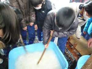 福島県 鮫川村 鮫川和紙 小学生の和紙漉き体験